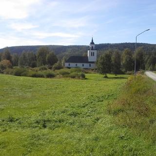Överhogdals kyrka på avstånd