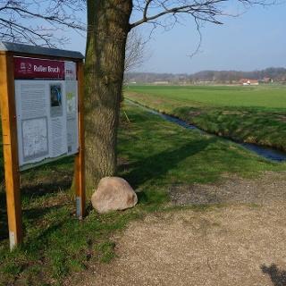 Kleiner Rastplatz mit Informationstafel an der Erftenbeckbrücke