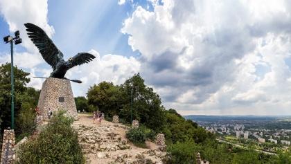 A Tatabánya felett őrködő Turul