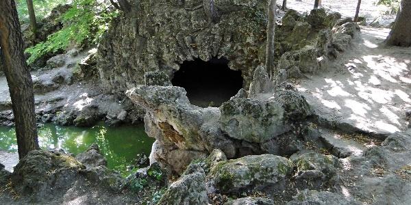 Műbarlang a tatai Angolkertben