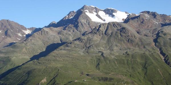 Blick zum Panoramarestaurant, der Wildspitze und dem Wilden Mann