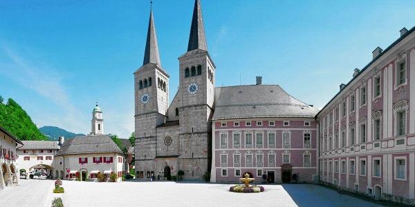 Die Stiftskirche Berchtesgaden und das Königliche Schloss