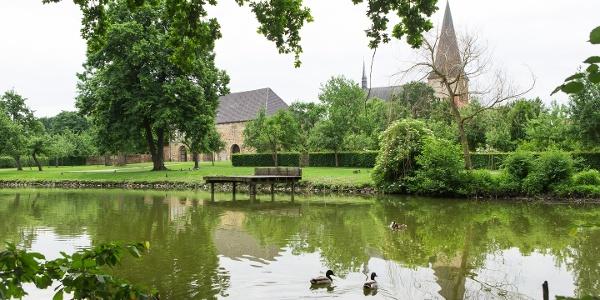Teich im Garten der Klosteranlage Herzebrock