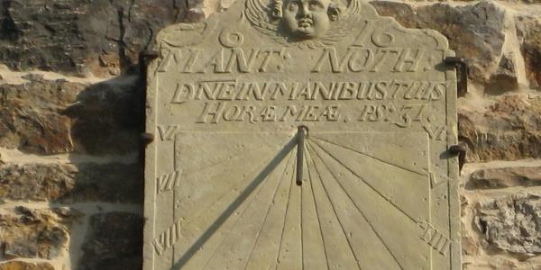Kirche Lindhorst Sonnenuhr