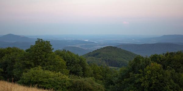 Kilátás Nagy-Hideg-hegyről a Duna völgye felé