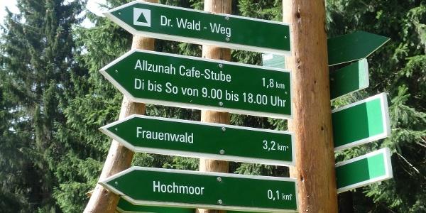 Wegweiser bei Frauenwald - Doktor Wald-Weg