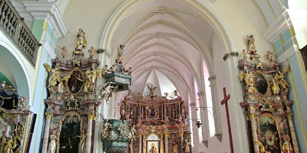 A márianosztrai Magyarok Nagyasszonya-bazilika díszes belső tere
