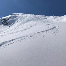 Blick auf Gipfelhang und Wintergipfel
