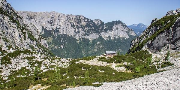 Am Beginn des Blaueis-Kars steht die Blaueishütte