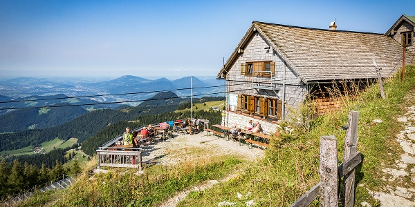 Das Purtschellerhaus mit feiner Sonnenterrasse