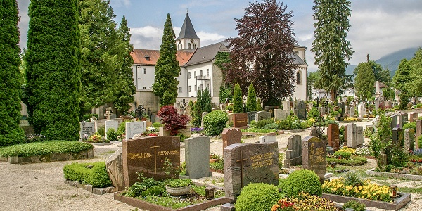 Friedhof und Münster St. Zeno