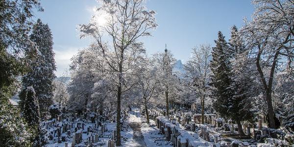 Der Berchtesgadener Friedhof im Winter