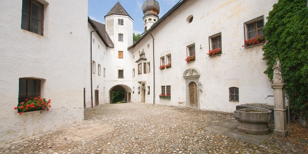 <![CDATA[Kloster Höglwörth Innenhof]]>