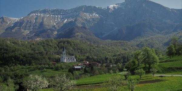 In front of the village of Drežnica