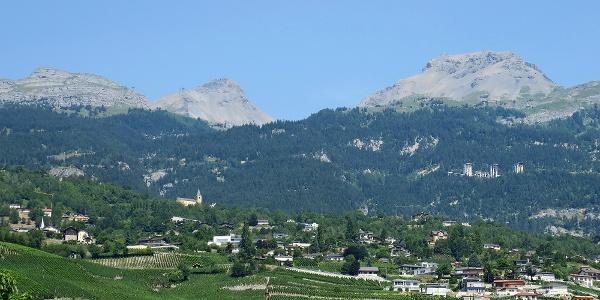 Blick von Sierre nach Crans-Montana.