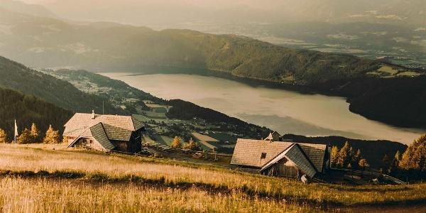 Die AlexanderAlm mit Blick auf de Millstätter See