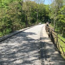 noch nicht asphaltiertes Brückenviadukt
