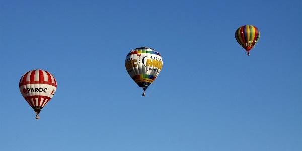 Heissluftballons über Château-d'Oex.