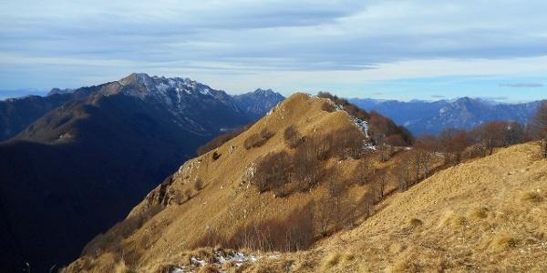 Blick nach Osten zum Mt. Urazza und Mt. Banera