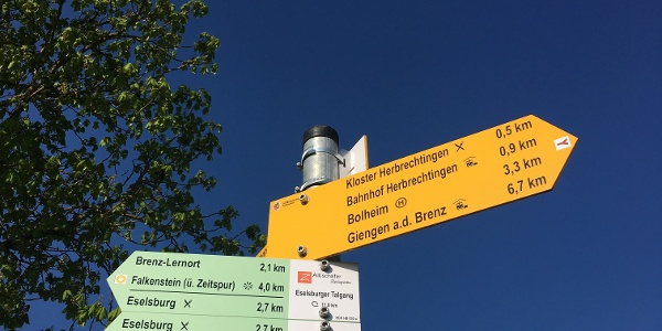 Wanderwegweiser am Eingang ins Eselsburger Tal