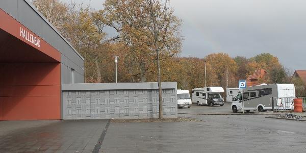 Wohnmobilstellplatz am Hallenbad