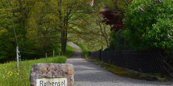 Auf der Wanderung kommen wir durch den pittoresken Ortsteil Rotensol