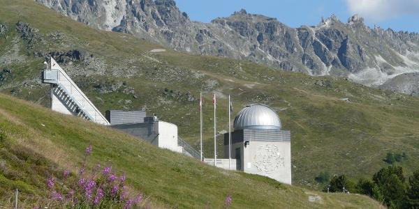 Observatoire François-Xavier Bagnoud, waar men voornamelijk de zon bestudeert.