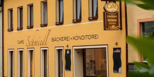 Die Außenansicht des Café Schmiedl
