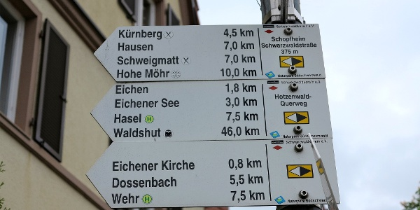Wegweiser in Schopfheim, Schwarzwaldstrasse.