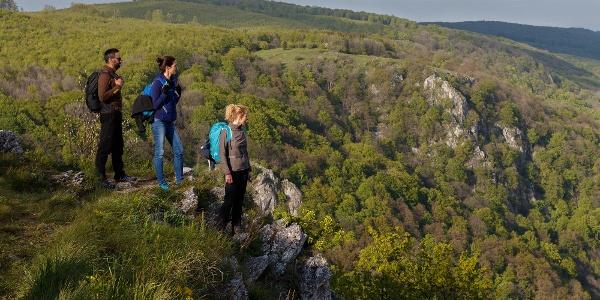 A Tar-kő, a háttérben a Három-kővel