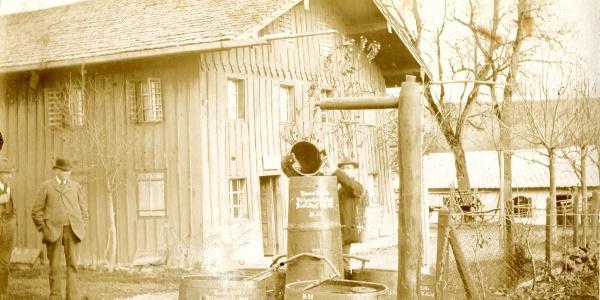 Die Fischzucht Köttl gegründet 1863 um 1873 im Bild links der Gründer Hans Köttl