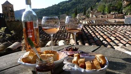 Rosé und Baguette Picknick