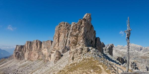 Am Crespeinajoch (2.530 m) haben wir den höchsten Punkt unserer Wanderung erreicht - in Kürze erreichen wir von hier aus den Crespeinasee.