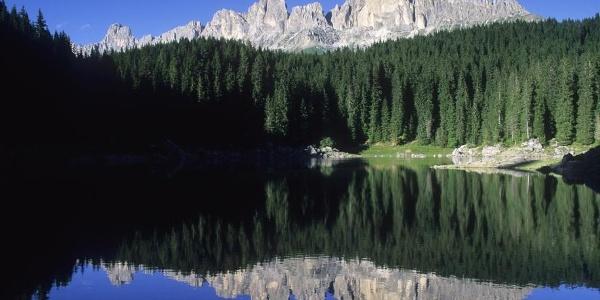 Il Lago di Carezza sotto il Catinaccio