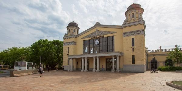 A békéscsabai vasútállomás a túra kiindulópontja