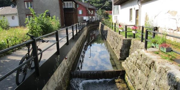 Die Nafla von Tufers kommend in ihrem engen Korsett, die in der Vergangenheit Mühlen angetrieben hat.
