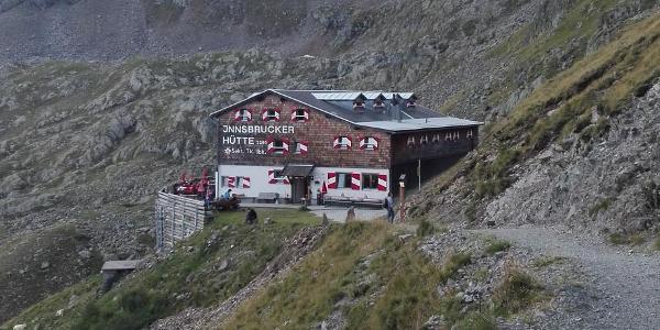 Innsbrucker Hütte vom Pinnisjoch