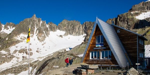 das Gross Furkahorn im Hintergrund der Sidelenhütte