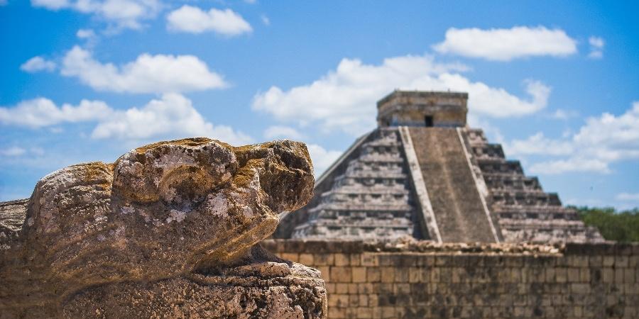 Pirámide maya en Chichén Itzá
