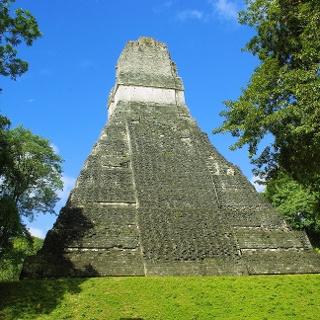 Maya-Bauwerke in Tikal