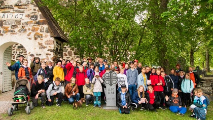 Pilgrims infront of Nagu Church, only 1130km left to Trondheim