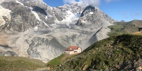 Rückblick zur Schaubachhütte mit Ortler im Hintergrund