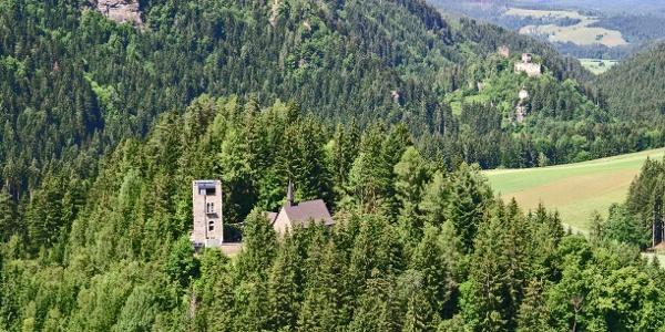 Blick auf Ruine Freiberg und die Kraiger Schlösser