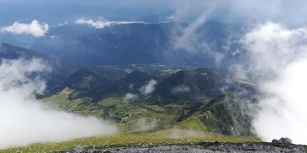 am Weg vom Krn nach unten zur Planina Slapnik – dahinter das Sočatal