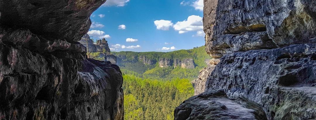 Aussicht aus der großen Klufthöhle des Wintersteins (Hinteres Raubschloss)