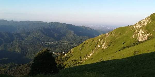 Blick zurück zur Ortschaft Montemaggiore – im Hintergrund Cividale del Friuli