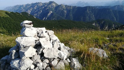Blick vom Punta di Montemaggiore zum Monte Zaiavor, dem östlichsten Teil der Cime del Monte Musi-Gebirgsgruppe
