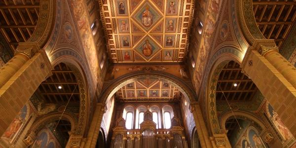 fakazettás mennyezet a Szent Péter- és Szent Pál-székesegyházban (Pécsi bazilika)