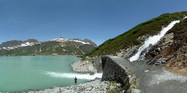 Im Silvrettastausee mit Blick zurück zur Bieler Höhe