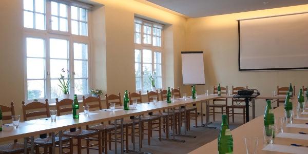 Tagungszentrum im Stift Obernkirchen, Tagungsraum mit Fenstern